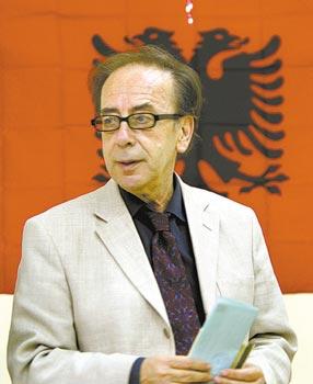 O escritor albanês Ismail Kadaré, cujo livro Crônica na Pedra acaba de ser lançado no Brasil