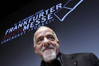 Paulo Coelho poderia estar morto depois de suas experiências com drogas e seita satânicas, disse seu biógrafo, Fernando Morais
